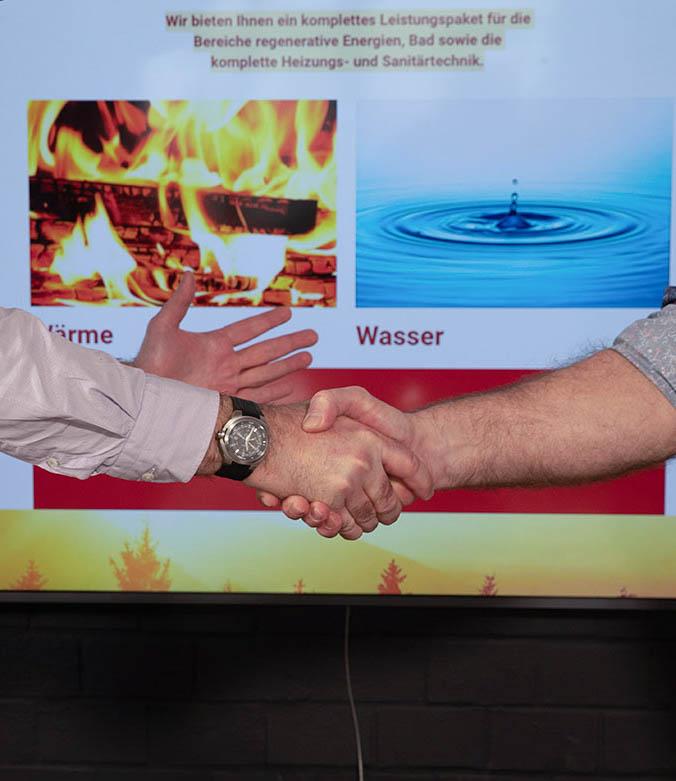 Foto des Handschlags nach erfolgreichem Abschluss.